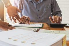 企业队会议和谈论项目计划 库存图片