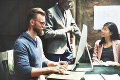企业队会议激发灵感运作的概念 库存图片
