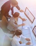 企业队在一个工作场所在一个现代办公室 图库摄影