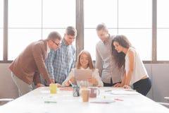 企业队开会议在办公室 小组工作 库存图片