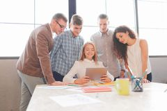 企业队开会议在办公室 小组工作 图库摄影