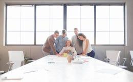 企业队开会议在办公室 小组工作 库存照片