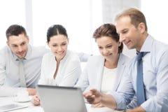 企业队有讨论在办公室 免版税库存图片