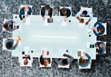 企业队证券交易经纪人行情室会议讨论战略概念 库存图片