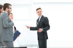 企业队谈论一个新的企业介绍在bl附近 库存照片