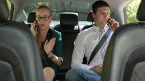 企业队谈话在汽车的电话 股票录像