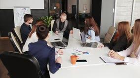 企业队运作的办公室工作者概念 股票视频