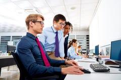 企业队青年人多种族配合 免版税库存照片