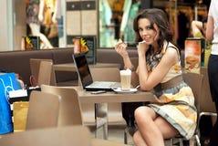 企业饮用的妇女 免版税库存照片