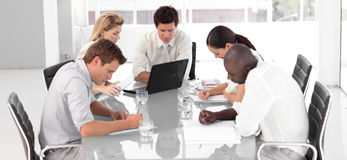 企业culutre多小组年轻人 免版税库存图片