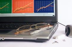 企业glasse膝上型计算机笔 免版税库存照片