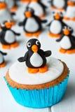 企鹅杯形蛋糕 库存照片