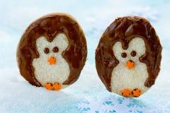 企鹅糖屑曲奇饼-圣诞节曲奇饼想法 免版税库存照片