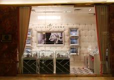 伊万卡・特朗普在曼哈顿中城罚款在王牌塔里面的首饰精品店 图库摄影