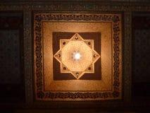 巴伊亚宫殿的一块被绘的木天花板在马拉喀什 免版税库存图片