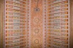 巴伊亚宫殿的一块被绘的木天花板在马拉喀什 免版税库存照片