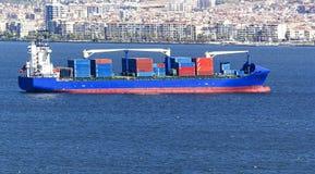 伊兹密尔容器货船 库存照片