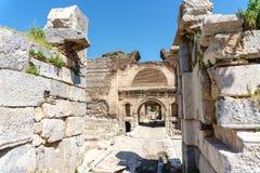 伊兹尼克的历史石墙和门 库存照片