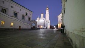 伊冯巨大响铃塔复合体在晚上 大教堂广场,在克里姆林宫里面,俄罗斯 股票录像