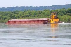 伊利诺伊河猛拉和驳船 库存照片