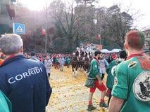 伊夫雷亚,意大利 2019年3月03日 传统狂欢节用桔子作战 免版税库存照片