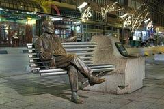 伊姆雷卡尔曼雕象在夜,布达佩斯,匈牙利 免版税库存图片
