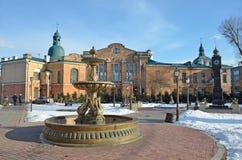 伊尔库次克,俄罗斯, 2017年3月, 03日 喷泉`最后作品`和`大笨钟`在伊尔库次克350周年的公园早期的sp的 图库摄影