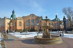 伊尔库次克,俄罗斯, 2017年3月, 03日 喷泉`最后作品`和`大笨钟`在伊尔库次克350周年的公园早期的sp的 免版税图库摄影