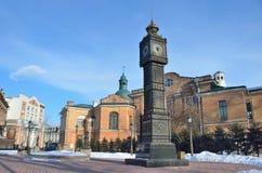 伊尔库次克,俄罗斯, 2017年3月, 03日 `大笨钟`时钟在伊尔库次克350周年的公园在早期的春天 免版税库存照片