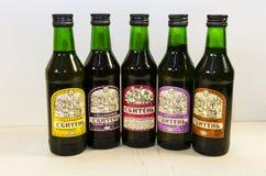 伊尔库次克,俄罗斯- 2016年11月, 09 :五个瓶传统俄国草本饮料Sbiten 免版税库存照片