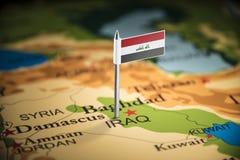 伊拉克人标记用在地图的一面旗子 免版税图库摄影