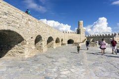伊拉克利翁,克利特/希腊 堡垒Koules的屋顶视图有老灯塔的 免版税库存图片