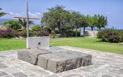 伊拉克利翁,克利特/希腊 著名希腊作家和哲学家尼可斯・卡赞扎基斯的坟墓 免版税库存照片