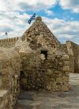 伊拉克利翁,希腊- 2017年11月:与漏洞的城楼和老威尼斯式堡垒Koule堡垒墙壁在伊拉克利翁,克利特 免版税库存图片