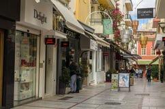 伊拉克利翁,希腊- 2017年11月:中央步行街道Heraclion,克利特Dedalu  库存照片
