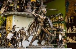 伊拉克利翁,希腊- 2017年11月:古希腊战士雕象有一支矛的在他的手上,伊拉克利翁,克利特 免版税库存照片