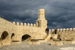 伊拉克利翁,希腊- 2017年11月:老威尼斯式堡垒在太阳集合的,克利特伊拉克利翁 库存图片