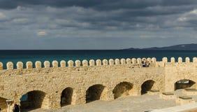 伊拉克利翁,希腊- 2017年11月:老威尼斯式堡垒Koule在太阳集合的,克利特伊拉克利翁 免版税库存照片