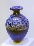 伊拉克利翁,希腊- 2012年8月3日:在archeologi的收割机花瓶 库存图片