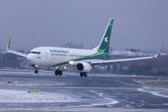 伊拉克航空公司波音737着陆 免版税库存图片