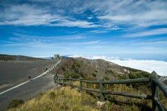 伊拉苏火山火山口的周围 库存图片