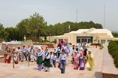巴基斯坦纪念碑的,伊斯兰堡学童 库存图片