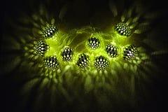 伊斯兰教的假日装饰 ramadan的kareem 发光的绿灯 库存照片