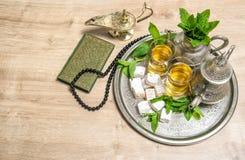 伊斯兰教的假日装饰 ramadan的kareem 茶,圣经qura 免版税库存照片