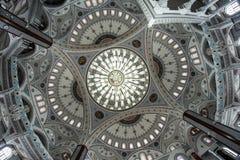 伊斯兰教的宗教寺庙的内部 免版税库存照片