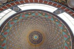 伊斯兰教的清真寺圆顶天花板 免版税库存照片