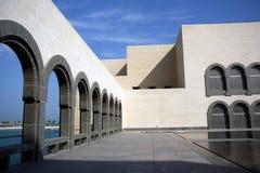 伊斯兰教的艺术博物馆的内部庭院在多哈,卡塔尔 免版税库存照片
