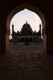 伊斯兰Ibrahim Roza Rauza Mausoleam构成的曲拱 免版税图库摄影