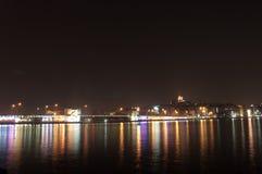 伊斯坦布尔在晚上 免版税库存图片