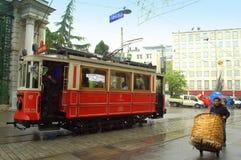 伊斯坦布尔多雨街道电车 库存图片